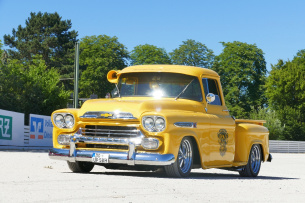 HUGH!: 1958 Chevrolet Apache Pickup