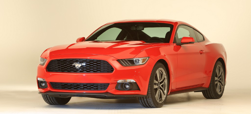 der neue ford mustang ist da das amerikanische auto kommt. Black Bedroom Furniture Sets. Home Design Ideas