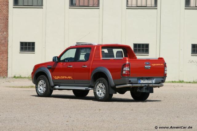 king of the road ford ranger wildtrak ford 39 s pick up. Black Bedroom Furniture Sets. Home Design Ideas